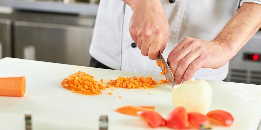chef dicing carrot SVD7AZ5